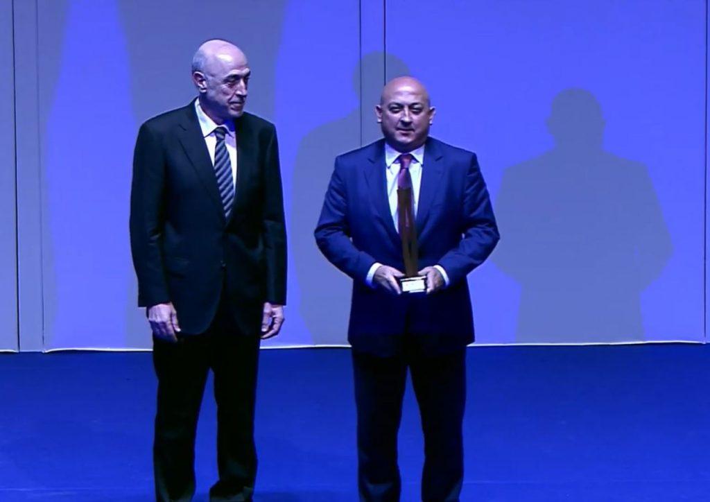 Pablo Serna junto a Juan Antonio López Ruiz de Zuazo, director general Prensa Ibérica.